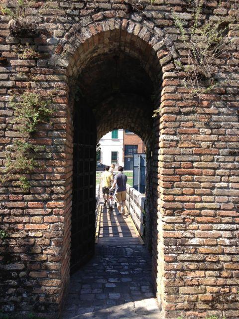 Ravenna_stone passageway