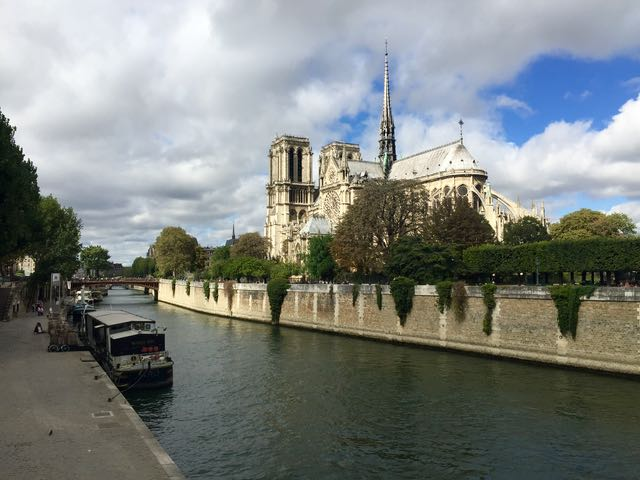 boat-on-the-seine_paris